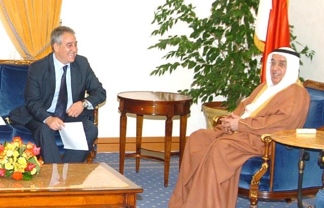 نائب رئيس الوزراء ملتقياً سامر المجالي