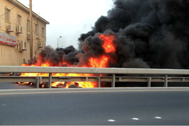 حرائق في إحدى قرى البحرين أمس
