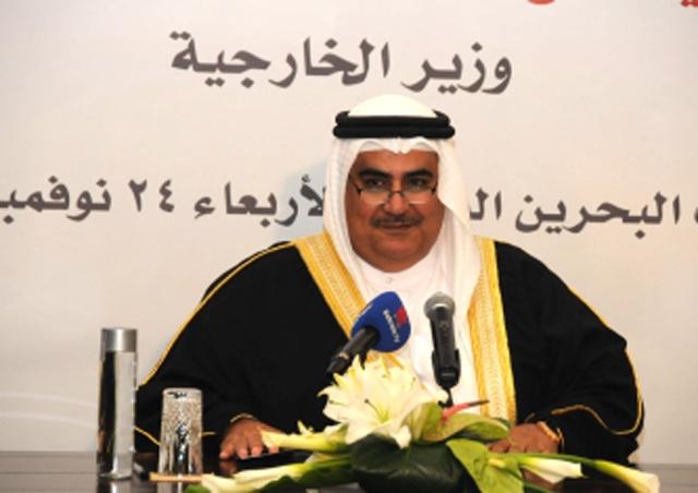 وزير الخارجية متحدثاً في محاضرة العلاقات البحرينية البريطانية