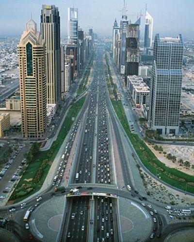 القيادة المتهورة بين الشباب في الامارات تتجاوز الحدود