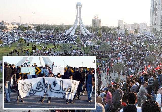 حشود من المتظاهرين يتجمعون في دوار اللؤلؤة أمس... وفي الإطار أطفال يرفعون لافتة كتب عليها «أحبك يابحرين»