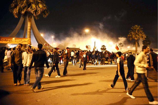 فض اعتصام المتظاهرين في دوار اللؤلؤة من قبل قوات الأمن