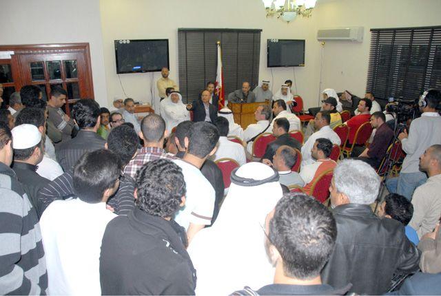 نواب كتلة الوفاق في مؤتمر إعلان انسحابهم النهائي من مجلس النواب أمس