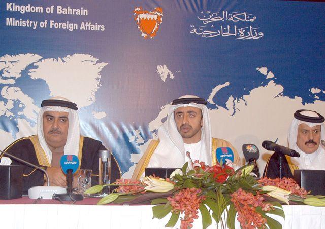 وزير الخارجية خلال المؤتمر الصحافي بمشاركة وزير الخارجية الإماراتي والأمين العام لمجلس التعاون