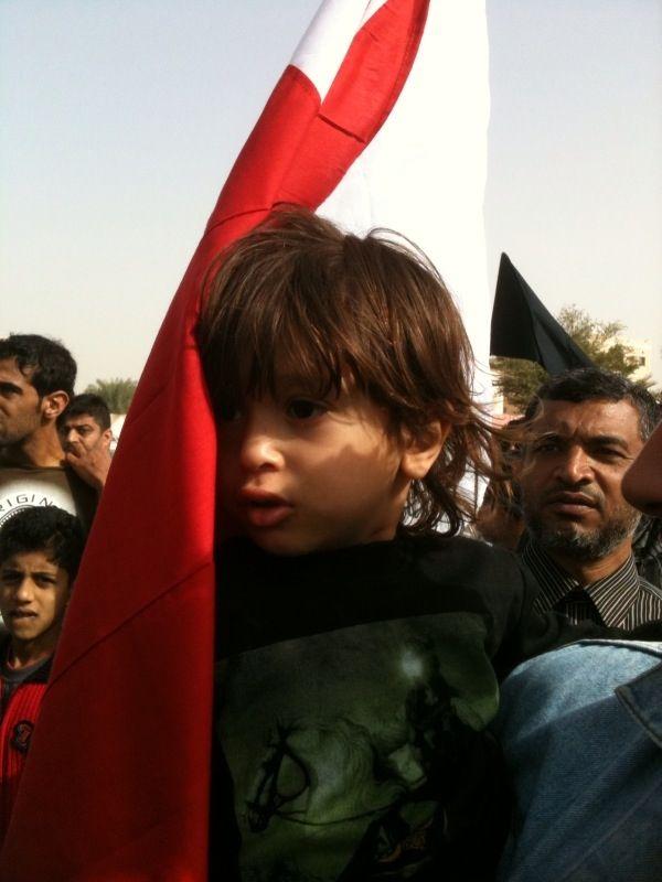 حسين ابن الشهيد عبدالرضا في موكب التشييع اليوم