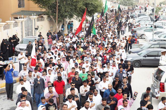 حشود رددت شعارات الفداء للبحرين والشهداء                  (تصوير:عيسى إبراهيم)