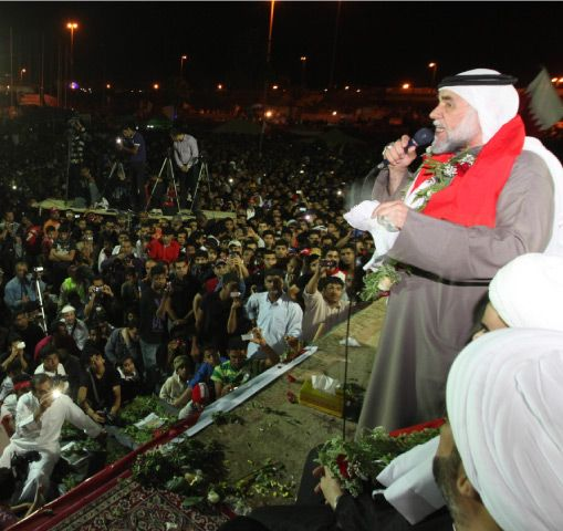 مشيمع يلقي كلمته في دوار اللؤلؤة مساء أمس   (تصوير: عيسى إبراهيم