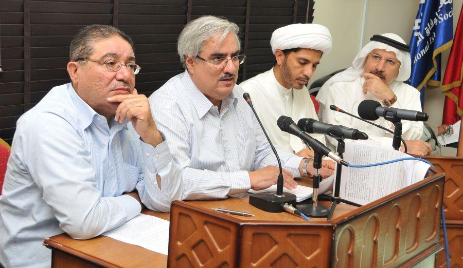 ممثلو الجمعيات السياسية خلال المؤتمر الصحافي اليوم (تصوير: عقيل الفردان)