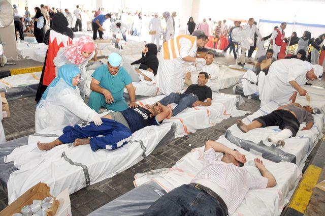 الأطباء والممرضون فرشوا الأسرة على الأرض بعد استنفاذ الطاقة الاستيعابية في دائرة الحوادث والطوارئ