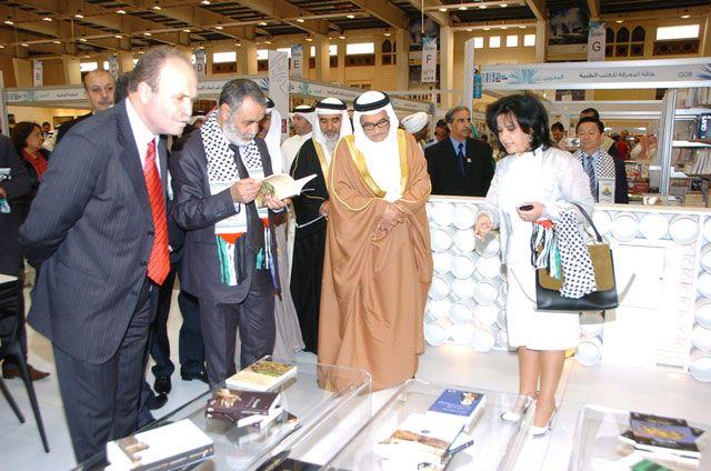 وزيرة الثقافة تتفقد أقسام معرض البحرين الدولي الخامس عشر للكتاب
