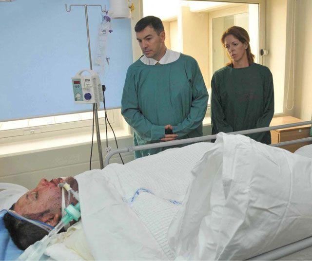 ستيفاني وليامز خلال زيارتها للشرطة المصابين               (بنا)