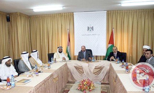 الوفد البحريني ملتقياً مع وزير الأوقاف والشئون الدينية الفلسطيني برام الله