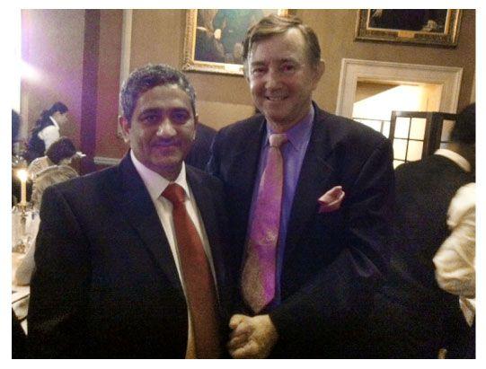 رئيس التحرير مع أحد منظمي الحفل