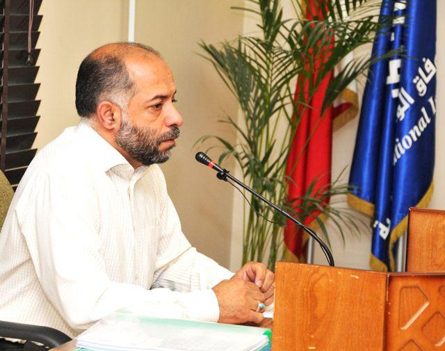 الموسوي متحدثاً في المؤتمر الصحافي بمقر جمعية الوفاق