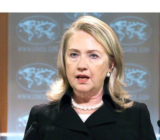 وزيرة الخارجية الأميركية هيلاري كلينتون أثناء إعلان تقرير حقوق الإنسان للعام 2011