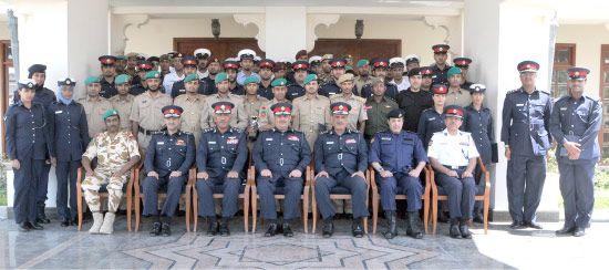 صورة جماعية للمشاركين في دورات حماية الشخصيات المهمة