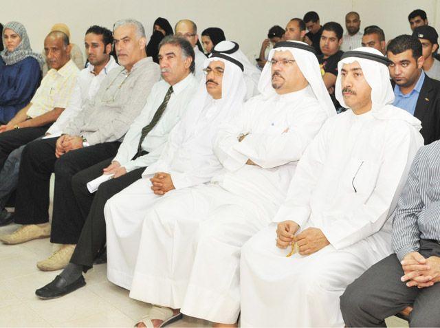 عدد من أعضاء الجمعيات السياسية والحقوقية خلال الوقفة التضامنية مع نبيل رجب