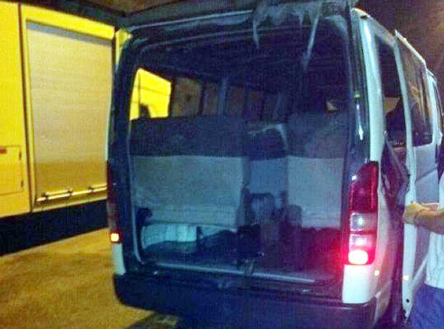 الباص الذي تم استهدافه من مجموعة من المجهولين