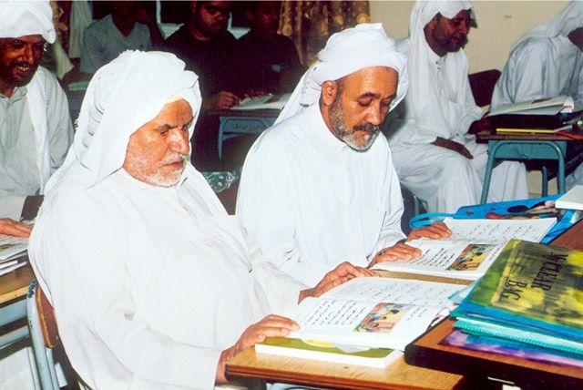 نسبة الأمية في مملكة البحرين تقدر بـ 2,46 في المئة وفقاً لما ذكر عن أدائها في التقرير العالمي الجديد لرصد التعليم للجميع الصادر عن «اليونسكو» العام الماضي