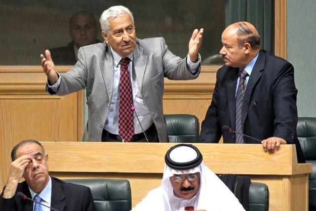 عبدالله النسور يتحدث في إحدى جلسات مجلس النواب في عمّان
