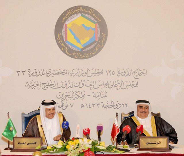 المؤتمر الصحافي لوزير الخارجية والأمين العام لمجلس التعاون الخليجي أمس             (بنا)