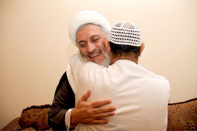 الشيخ عبدالعظيم المهتدي بعد الإفراج عنه - تصوير : محمد المخرق