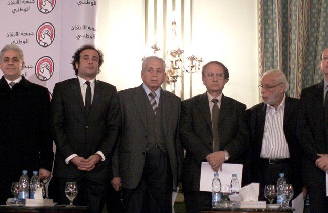 حمدين صباحي وأعضاء من جبهة الإنقاذ خلال مؤتمر صحافي  - AFP