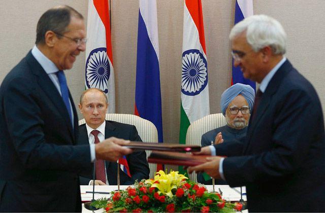 خلال عملية توقيع صفقة الأسلحة في نيودلهي - REUTERS