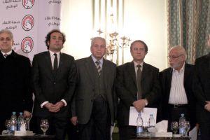 مصر تنتظر نتائج الاستفتاء ومرسي يدعو مجلس الشورى للانعقاد