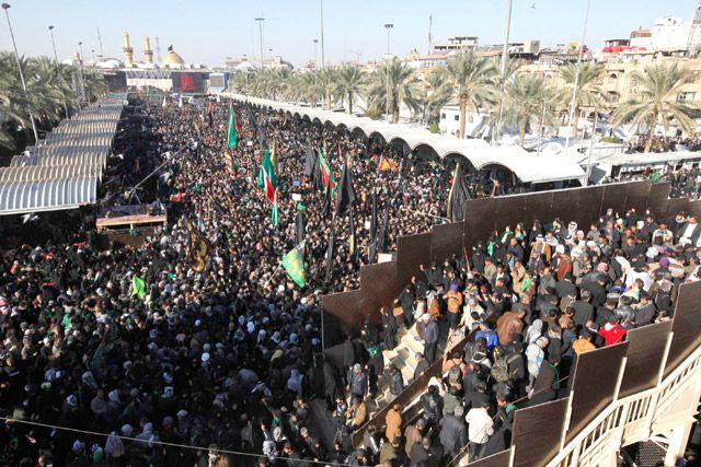 حشود شاركت في إحياء ذكرى الأربعين بكربلاء أمس - REUTERS