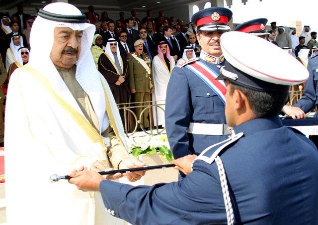 رئيس الوزراء أثناء تكريمه الشرطة المتخرجين - بنا