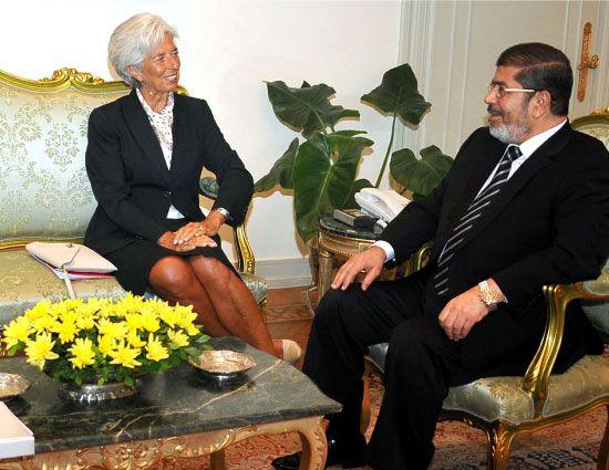 صورة تجمع الرئيس المصري ورئيسة صندوق النقد الدولي «أرشيفية» - afp