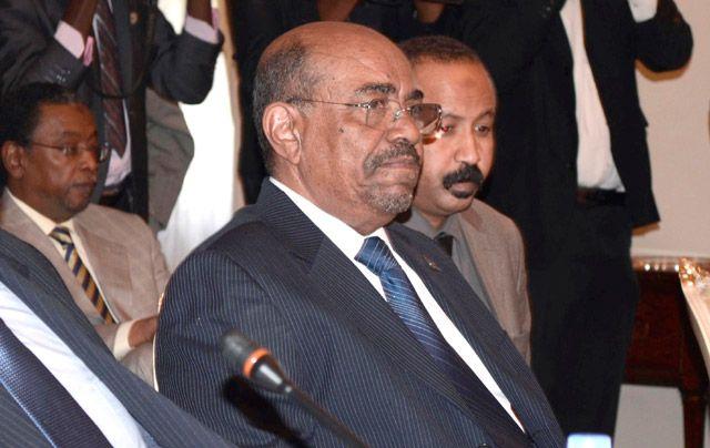 الرئيس السوداني يحضر اجتماعاً في أديس أبابا - REUTERS