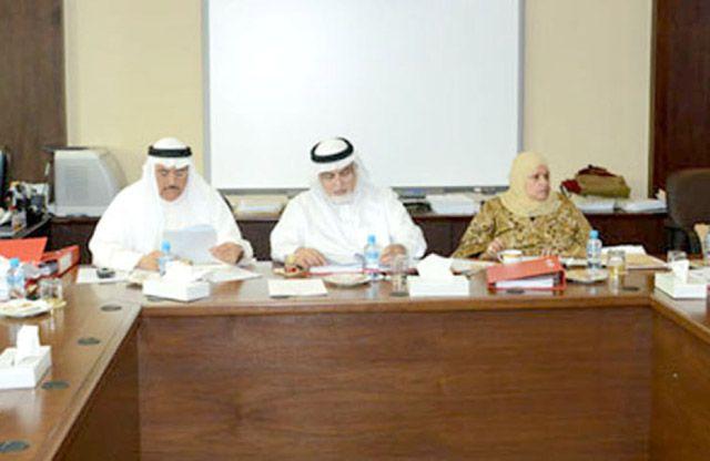 اجتماع لجنة الخدمات بمجلس الشورى أمس