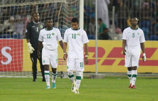 خيبة الأمل بادية على لاعبي الأخضر  - تصوير عيسى إبراهيم