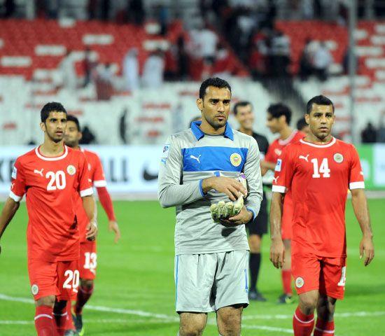 الأحمر ظهر بصورة فنية ضعيفة في مباراة عمان