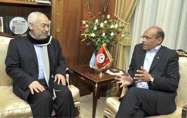 الغنوشي (يسار) ملتقياً الرئيس التونسي أمس   - AFP