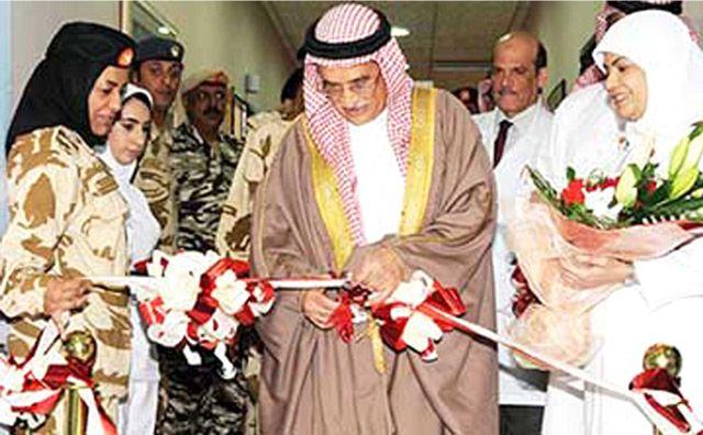 وزير الدولة لشئون الدفاع مفتتحاً الأقسام الجديدة والمحدثة بالمستشفى العسكري