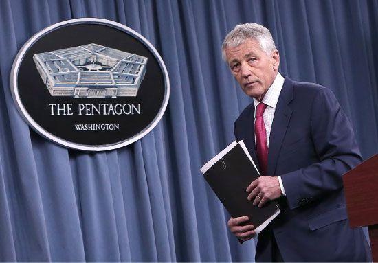 وزير الدفاع الأميركي بعد إعلانه تطوير نظام الدفاع الصاروخي - afp