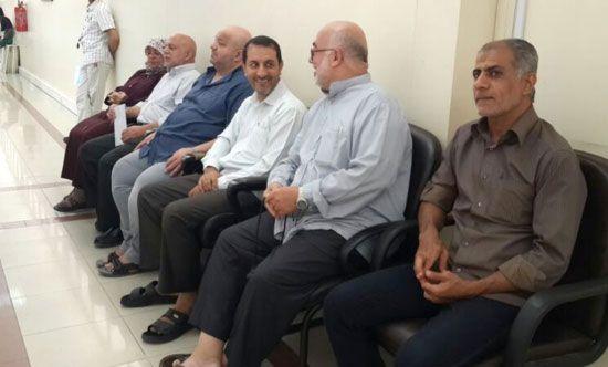 البحرينيون الستة المسقطة جنسياتهم لدى مراجعتهم الإدارة العامة للجنسية أمس