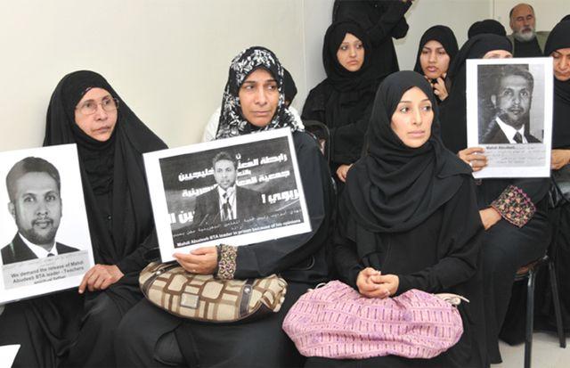 عائلة مهدي أبوديب وزملاء له خلال إحدى فعاليات التضامن معه (صورة ارشيفية)
