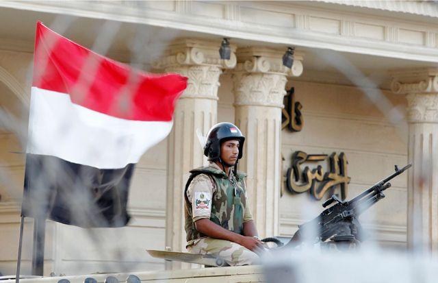 انتشار واسع لرجال الجيش والأمن في القاهرة - REUTERS