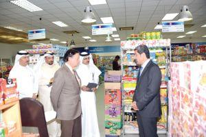 وزير الصناعة يثمِّن جهود التجار  في توفير السلع الغذائية لرمضان