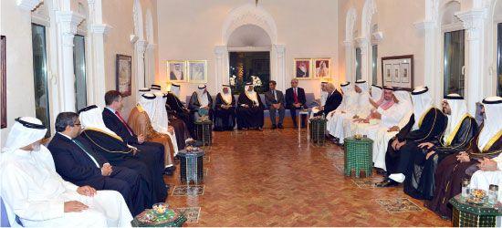 ...ويتبادل الأحاديث مع زوار مجلس خالد الزياني