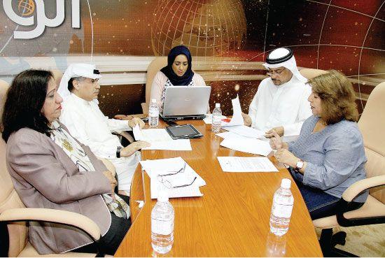 المشاركون في منتدى «الوسط» بشأن مشروع قانون «الجمعيات»  - تصوير محمد المخرق