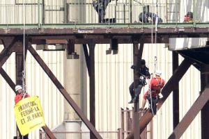 نشطاء يقتحمون محطة طاقة نووية في فرنسا
