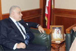 البوعينين يؤكد عمق العلاقات البحرينية المصرية