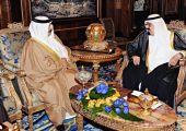 العاهل السعودي بحث التطورات مع ملك البحرين