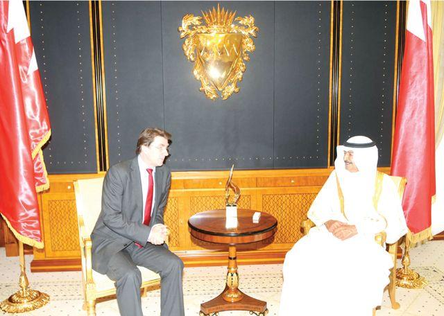 سمو رئيس الوزراء لدى استقباله السفير البريطاني