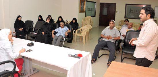 موظفو المعهد المنقولون خلال لقاء مع «الوسط» - تصوير عقيل الفردان